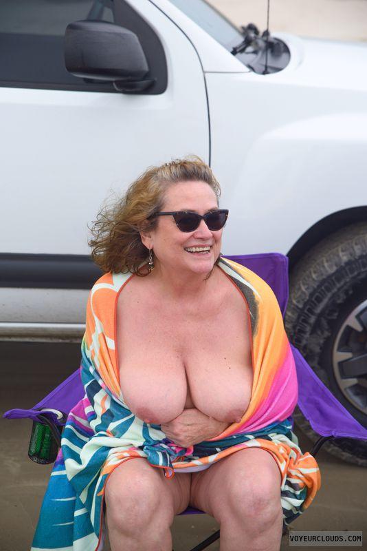 Big tits, sexy smile, beach