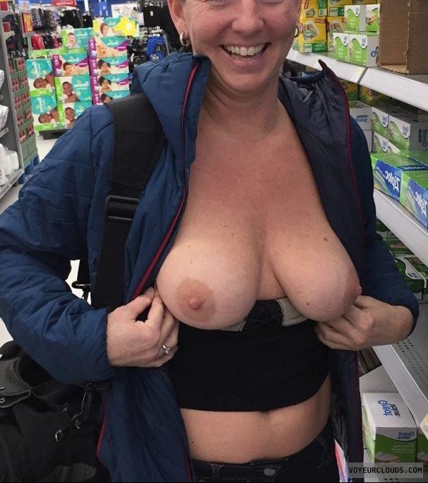 Tit flash public Tons of