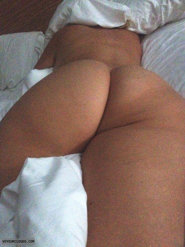 Sleeping nude, round ass nude, blonde milf nude in bed