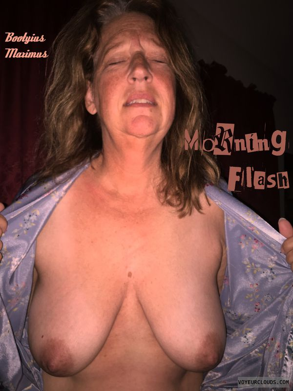 Titflash, OK Boobs, 36D, Deserving, Brown nips, Oblivious