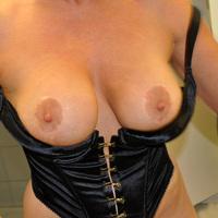 >Nude Wife
